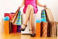 kobieta z dużą ilością toreb